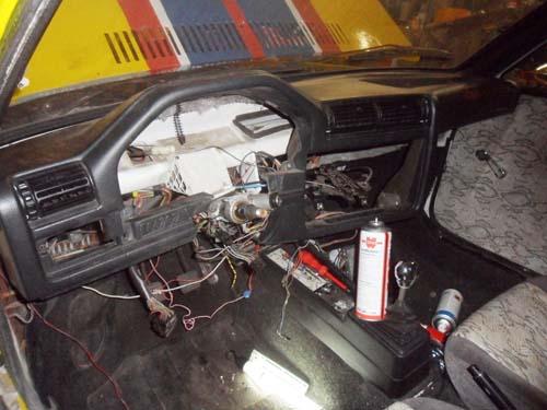 BMW E30 Armaturenbrett im VW Passat 32