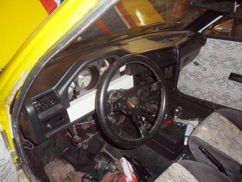 VW Golf 1 Tittentacho im BMW E30 Armaturenbrett