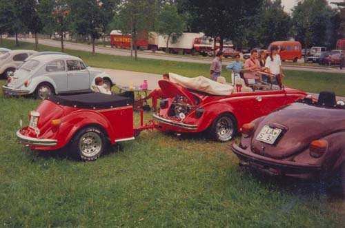 VW Käfer Cabrio mit Käfer Anhänger