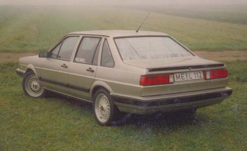 VW Passat 32B Stufenheck Holli