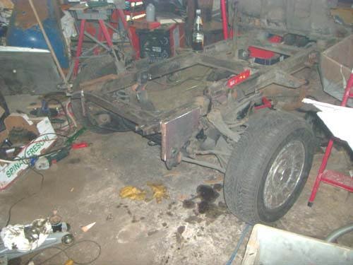 Ford Taunus Vorderachse an Framo Rahmen