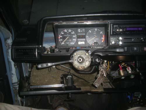 Zerlegtes Armaturenbrett VW Passat 32B