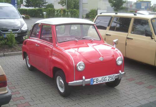 Goggomobil rot mit weißem Dach