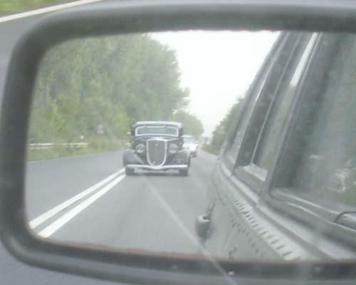 Hotrod im Rückspiegel