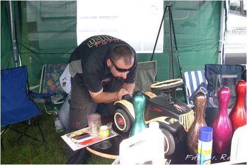 Sven vom Hot Rod Paintshop bei der Arbeit
