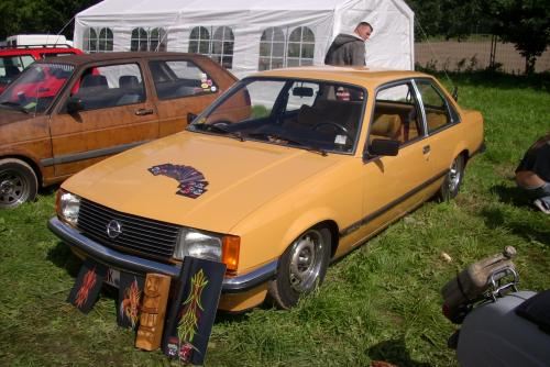 Opel Rekord E extrem tief