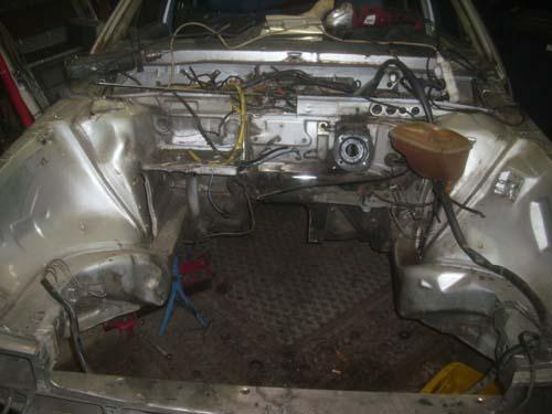 Leerer Motorraum VW Passat 32B